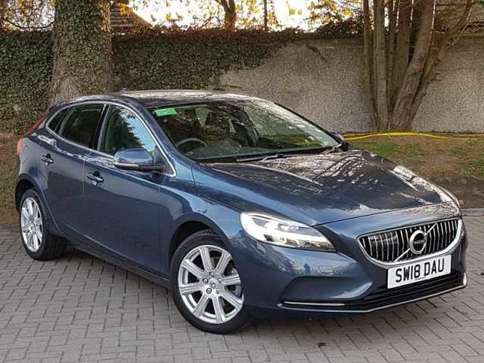 Volvo V40 T2 Inscription Manual (Winter Pack, Sat Nav, National Delivery Available)