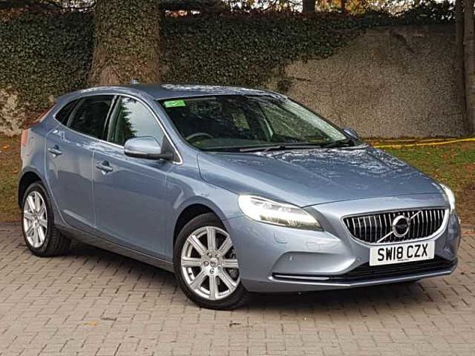 Volvo V40 T2 Inscription Manual (Winter Pack, Front and Rear Park Assist)