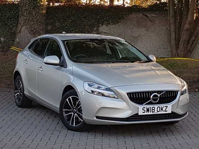 Volvo V40 T2 Momentum Automatic Nav Plus (Winter Pack, Rear Camera)